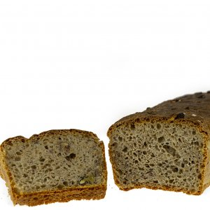 ekologiczny chleb z orzechami włoskimi